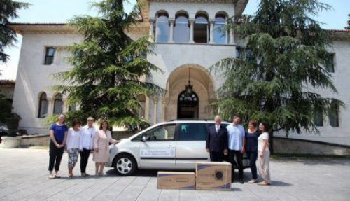 Niš: Karađorđevići poklonili vozilo za prevoz pacijenata na hemoterapiju