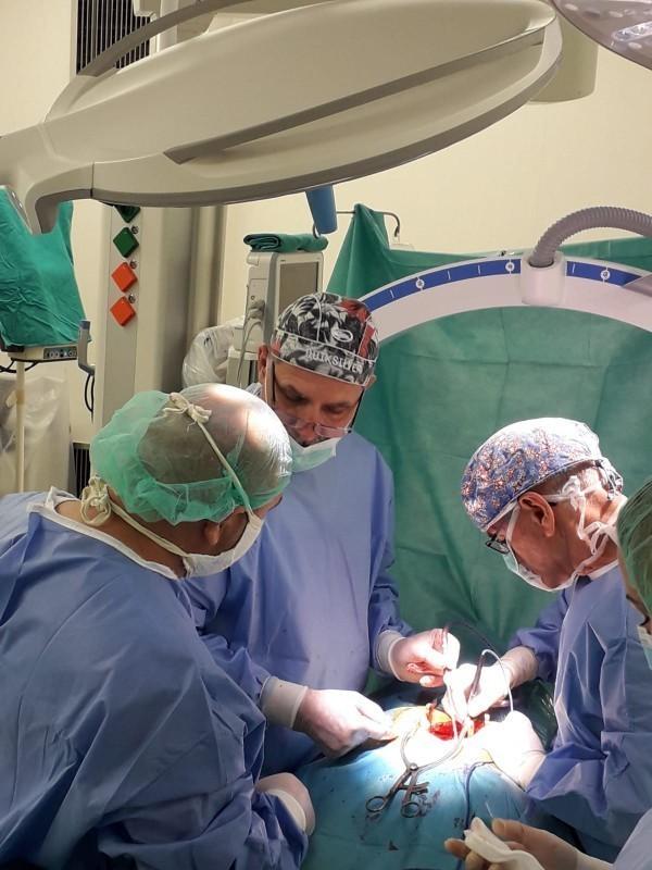 У сарадњи са шпанским хирурзима од прошле недеље у КЦ Ниш и најтеже операције деформитета кичме