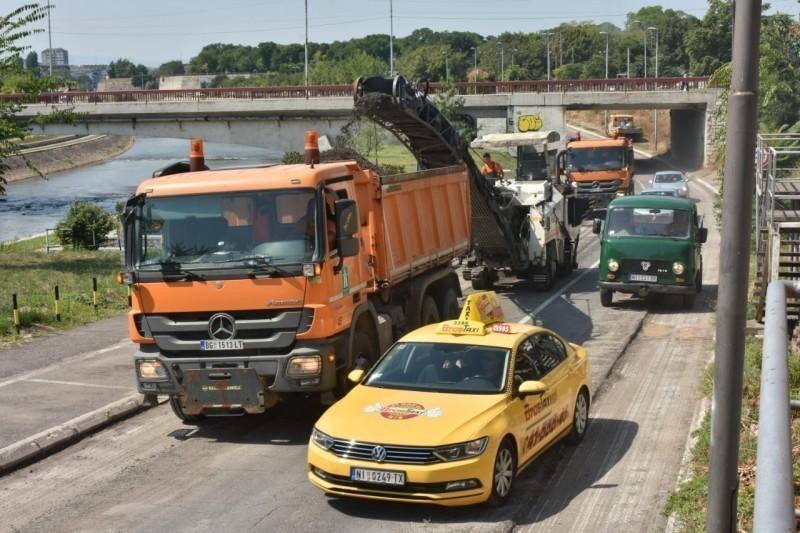 Настављени радови на обнови асфалта у неколико улица у ширем центру Ниша