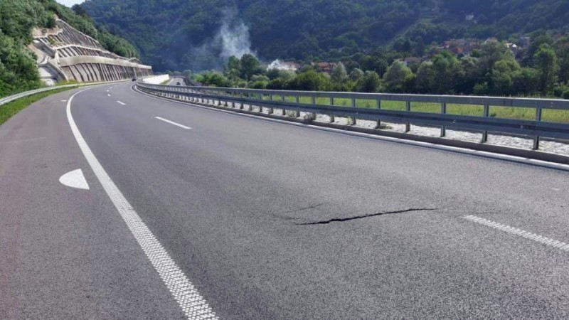 Напрслине на ауто-путу кроз Грделичку клисуру, поправка о трошку извођача