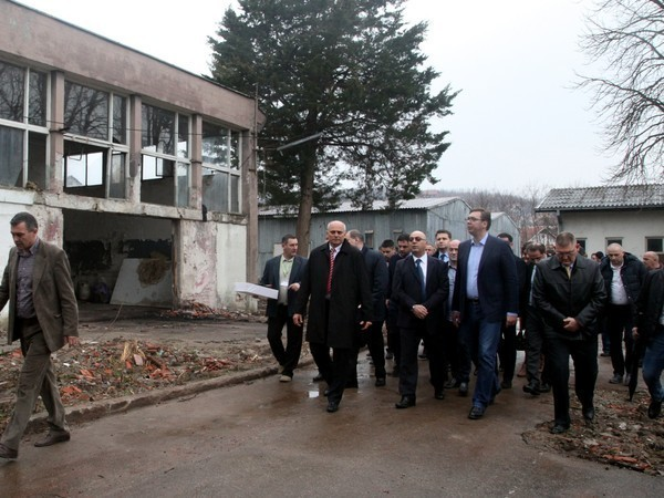 Вучић најавио 300 нових радних места у Лебану