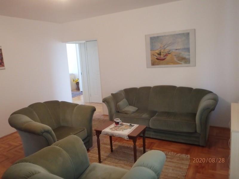 Trosoban stan 70 kvadrata Niš strogi centar na prodaju povoljno
