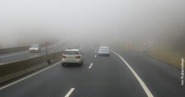 Магла на путевима смањује видљивост испод 100 метара