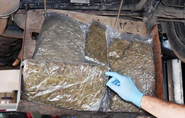 """Крио шест килограма марихуане у пртљажнику """"пежоа"""""""