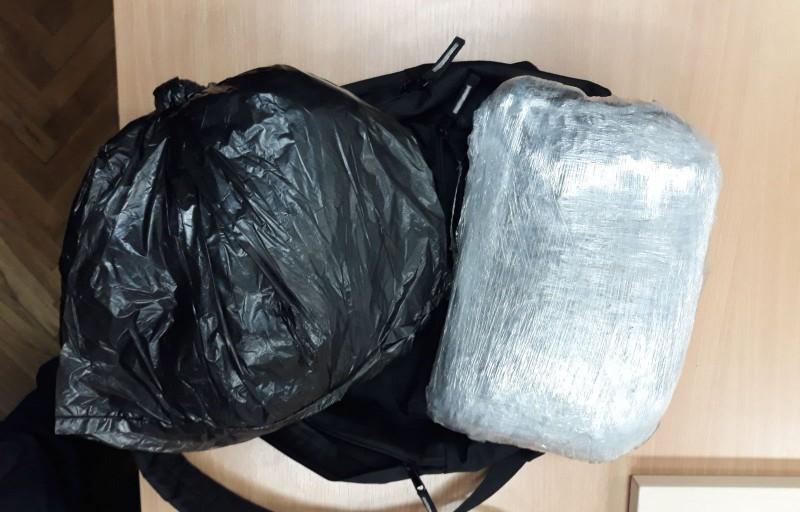 Нишлија ухапшен са два килограма марихуане у ранцу