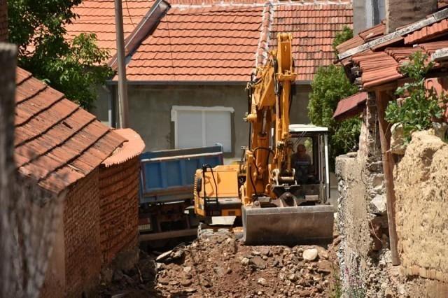 Реконструкција оштећеног коловоза у Матејевцу