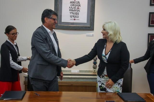 Потписан уговор којим држава преузима управљање нишким аеродромом