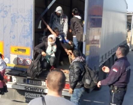 У камиону код Врања откривено десет миграната, међу њима и четворо деце
