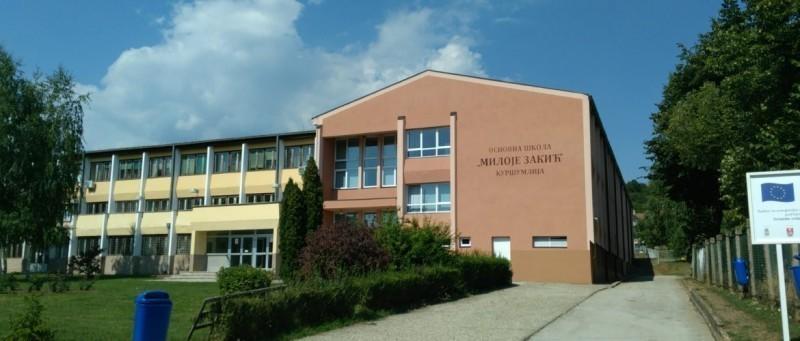 Смењена директорка школе у Куршумлији јер је прикривала инцидент ученика у школском кориту