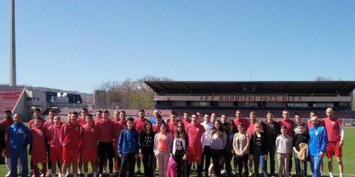 Млади амбасадори у посети Радничком