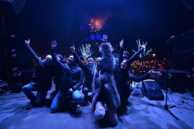 """Више од 5 хиљада Нишлија певало и играло """"Нишку бању"""" са Наташом Беквалац (ФОТО)"""