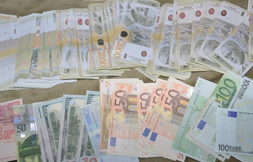 Румунски држављанин на превару узео из мењачнице у Нишу 150 хиљада динара