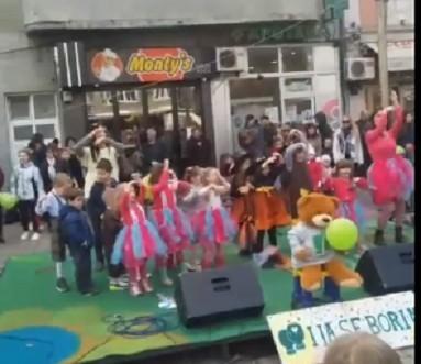 Загрљаји у Нишу - Светски дан деце обеолеле од рака