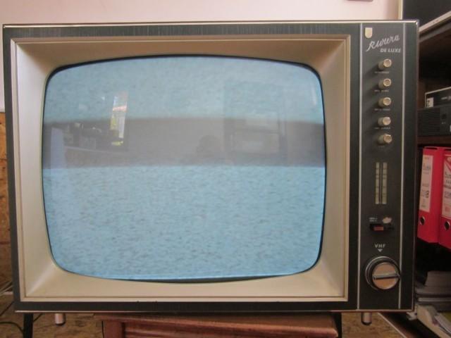 Ilustracija: Limundo Televizor Riviera De Luxe -EI NIS