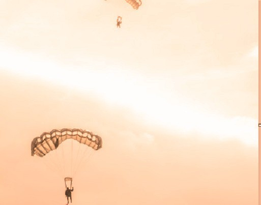 Војни падобранац закачио електрични вод пруге код Трупала