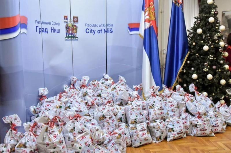 Новогодишњи пакетићи за децу из социјално угрожених породица