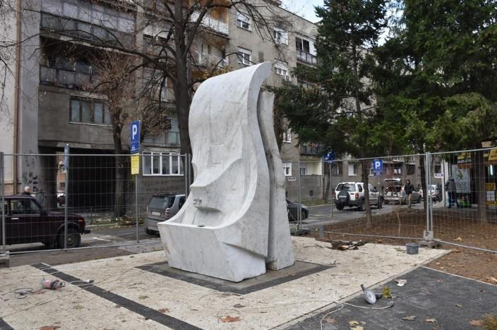 U Leskovcu postavljen Spomenik palim borcima u ratovima od 1991. do 1999. godine