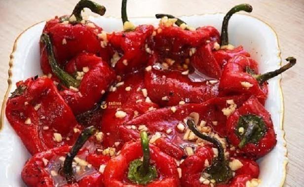 Pečene paprike za salatu, Foto: Sašina kuhinja