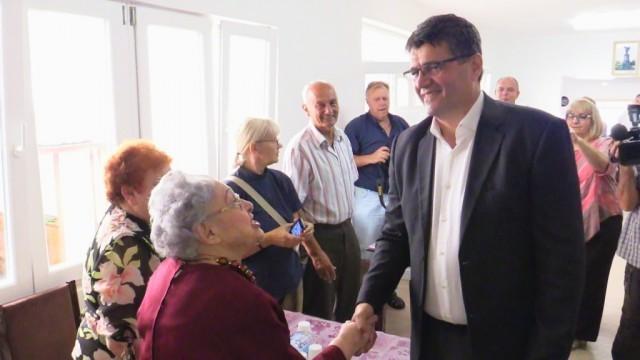 Градоначелник Булатовић у посети пензионерима