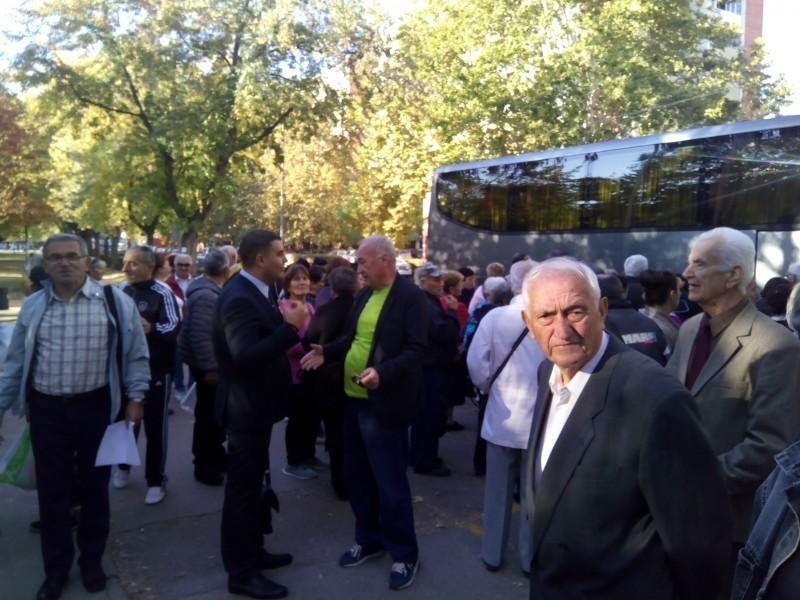 Пензионери са Медијане посетили Ђавољу Варош и Пролом Бању