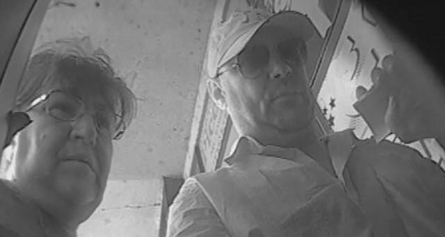 Policija poziva građane da se jave ukoliko prepoznaju osumnjičene za tešku krađu u KC Niš