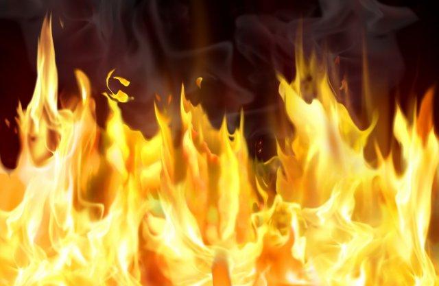 У центру Ниша изгорео аутомобил у покрету
