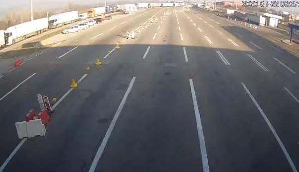 Опрез због јутарње магле на путевима, током дана добри услови за вожњу (ВИДЕО)