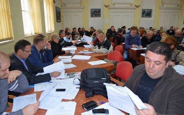 Opozicija sprečila skriveno povećanje plata opštinskih funkcionera