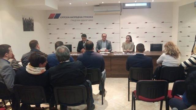 Буран састанак и потпуни заокрет у ставу појединих чланова ГрО СНС у Нишу након посете Зоране Михајловић