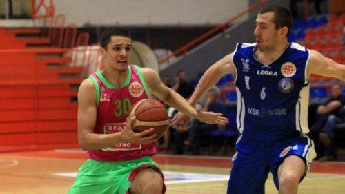 Петар Поповић у дуелу са Владимиром Ђорђевићем www.bcmegabasket.net