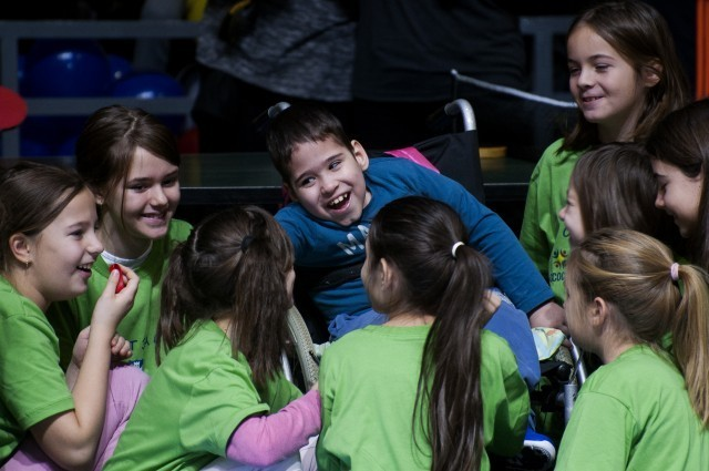 Спорт за све: УНИЦЕФ-ов спортско-рекреативни програм за инклузију деце