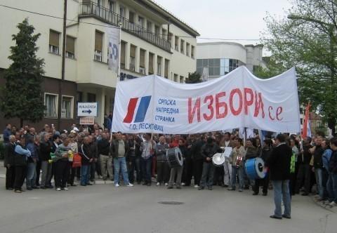 Са протеста присталица СНС у Лесковцу