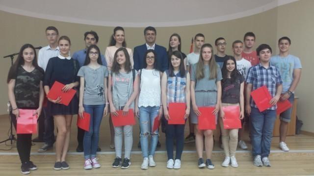 Додељене стипендије најбољим ученицима и студентима