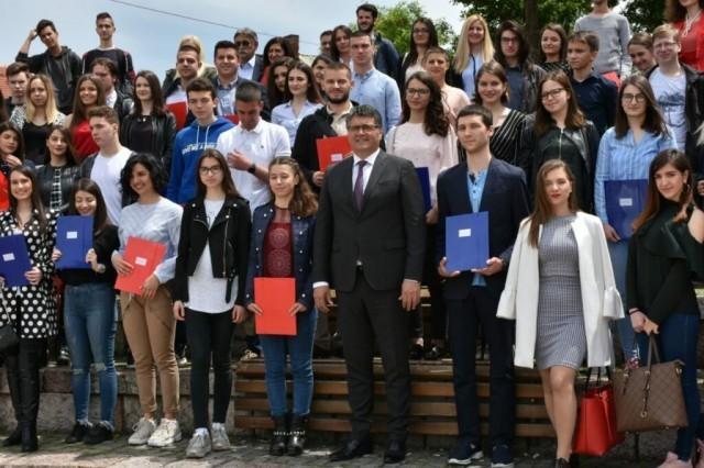 Додељене стипендије ученицима и студентима