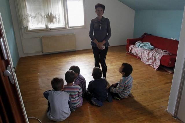Ниш: Самохрана мајка и шесторо малишана живи у празном стану