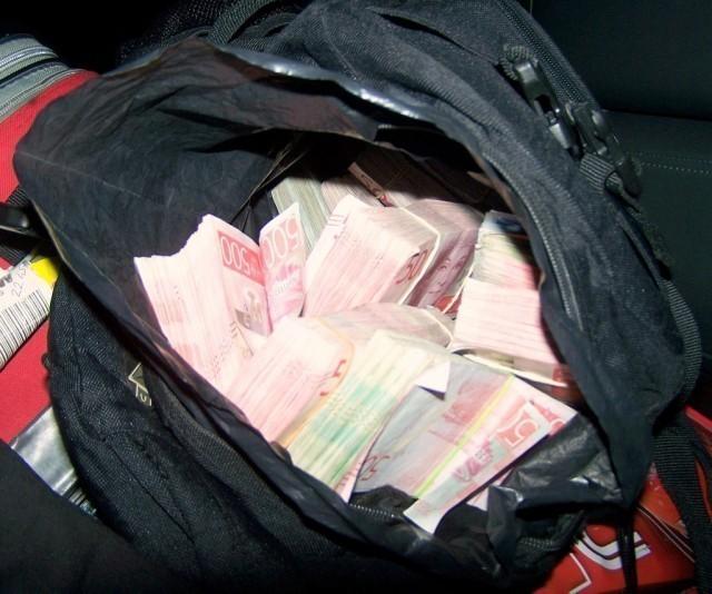 Hrpa neprijavljenih švedskih kruna u rancu, vrednosti 100 hiljada evra