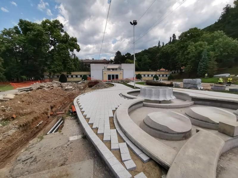 Крајем августа, нови изглед централног трга у Нишкој Бањи