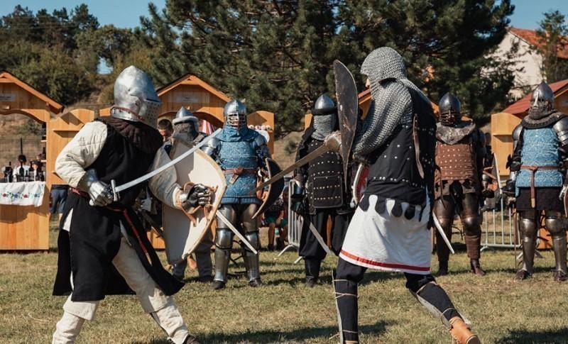 """""""Nemanjina trpeza"""", vitezovi, muzika - Održani """"Nemanjini dani"""" u Kuršumliji"""