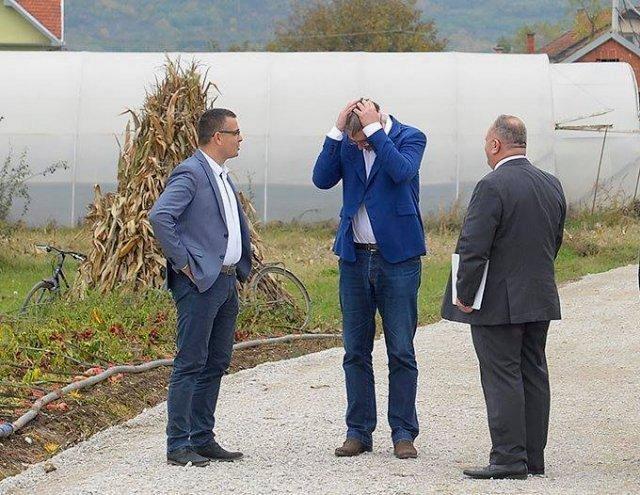 Vučić se od ljute džinke uhvatio za glavu