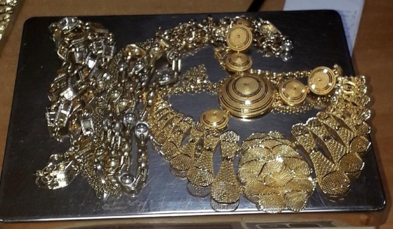 Šverc zlatnog nakita vrednosti skoro milion dinara