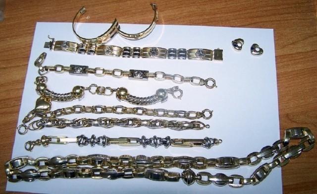 Шверц златног накита за празнике (ФОТО)