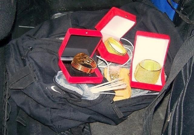 Ranac u gepeku pun zlatnog nakita, vrednosti 800 hiljada dinara