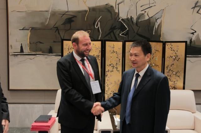Niš na putu svile: Zdravković potpisao pismo o namerama sa kineskim gradom Hangdžou