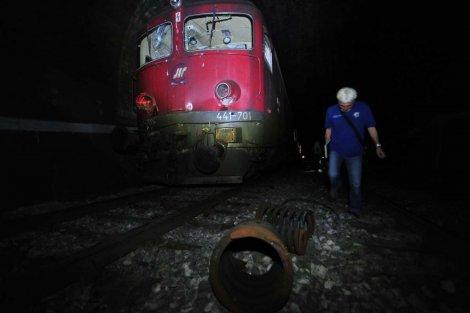 Mašinovođe krale gorivo iz lokomotive u pokretu