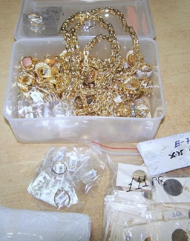 Градина: Злато вредно преко пет милиона динара у кутији за храну и флаши