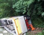 Судар аутобуса и два путничка возила у Грделичкој клисури, 22 особе повређене