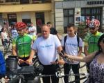 Градоначелник Лесковца на бицикли