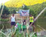 Mladi Prokupčanin plovi po jezerima u čamcu od plastičnih flaša