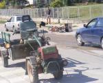 Povređen vozač u sudaru freze i motocikla u Kuršumliji