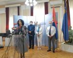 Општине у складу са прописима и у сарадњи са Градом да изађу у сусрет грађанима и преузму део обавеза